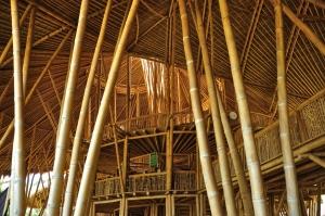 Green School - uma escola construida praticamente toda de bambu